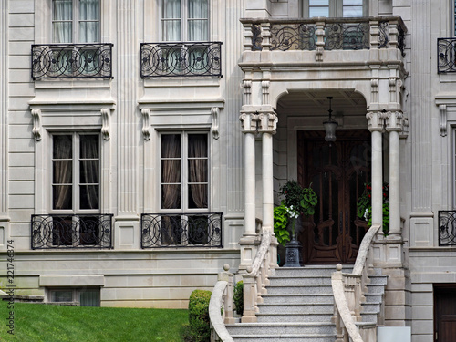 Photographie  European 19th century style architecture, entrance to large house or apartment b