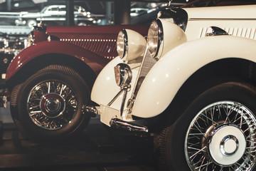 Retro samochody na wystawie