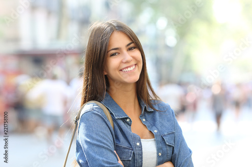 Cuadros en Lienzo Portrait of a beautiful teen with perfect smile