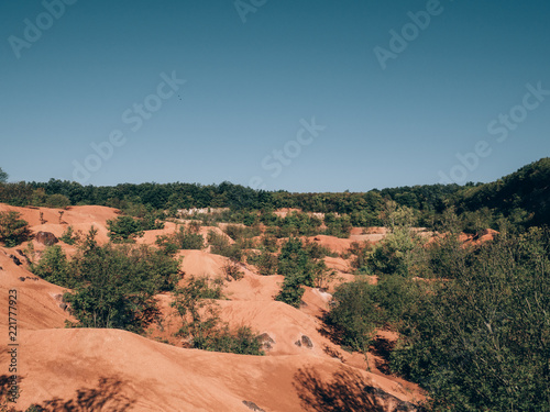 Deurstickers Groen blauw Bauxit mine landscape