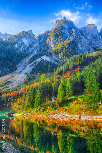 In de dag Bergen Beautiful view of idyllic colorful autumn scenery in Gosausee lake Austria