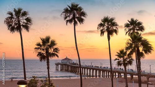 Fototapeta premium Manhattan Beach o zachodzie słońca w Kalifornii, Los Angeles, USA. Przetworzone w stylu vintage.