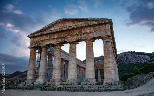 The ruins of the Greek temple at sunset in the ancient city of Segesta, Sicily, Fototapet