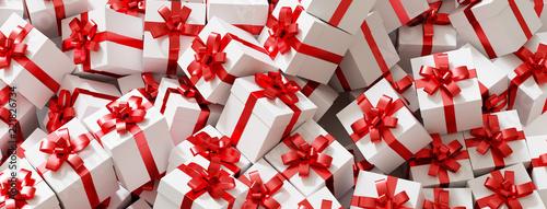 Zu Weihnachten viele Geschenke mit Schleife