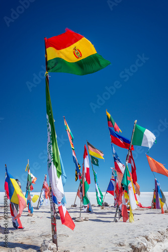Staande foto Centraal-Amerika Landen Colorful Flags From All Over the World at Uyuni Salt Flats, Bolivia, South America