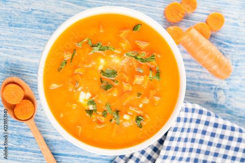 Foto op Canvas Klaar gerecht Karroten Cremesuppe in Schüssel