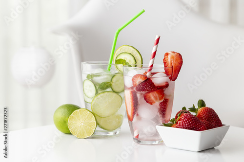 Spoed Foto op Canvas Cocktail Icy infused waters