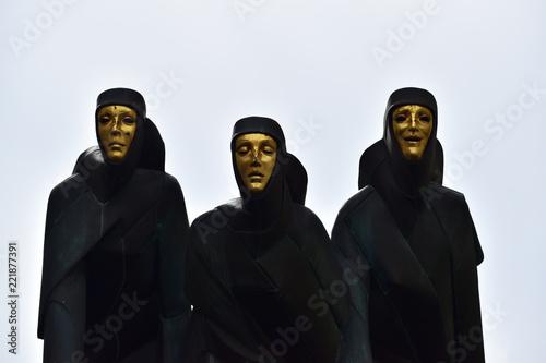 Fototapeta piękny pomnik na litewskim teatrze obraz