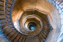 Les Escaliers De La Tour De La...