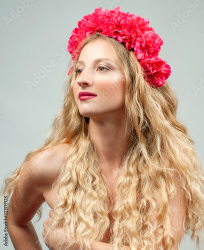 Tuinposter Akt Beautiful romantic young woman with wreath of flowers.