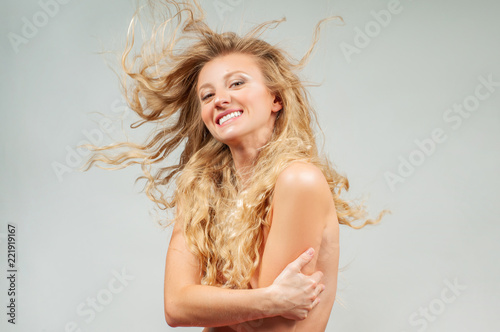 Autocollant pour porte Akt Beautiful woman with wavy long blonde hair.