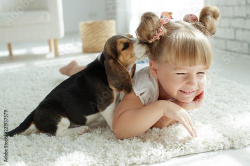 Deurstickers Ontspanning Child with dog