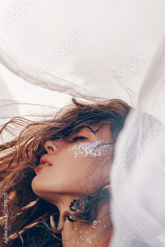 Fototapeta premium piękna młoda kobieta modne z bliska