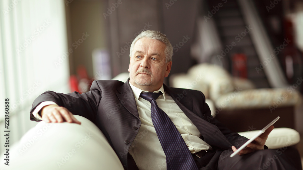 Fototapeta responsible businessman sitting in modern office.people and technology