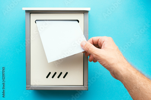 Cuadros en Lienzo Hand inserting letter envelope into mailbox