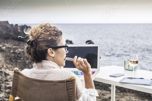Fotografie, Obraz freedom and lifestyle for young woman at work in front of the ocean with no rooms and offices
