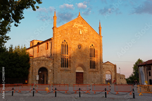 Poster de jardin Con. Antique Bergamo, Italy August 18, 2018: Church of St. Augustine. evening city.