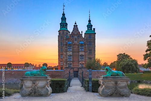 Photo  Rosenborg Castle or Rosenborg Slot at sunset, Copenhagen, capital of Denmark