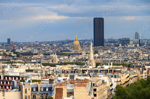 Valokuva  View of the Montparnasse skyscraper and Invalides seen from the Arc de Triomphe