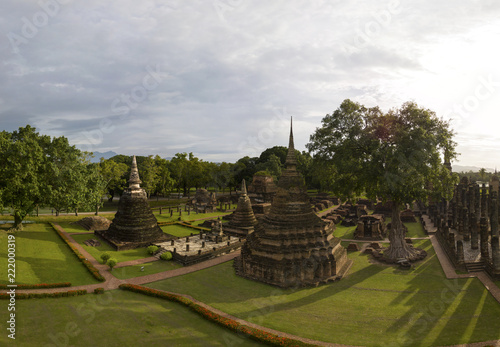 Foto op Plexiglas Bedehuis Aerial View of a historical sites ruins Buddhist Temple Wat Mahathat at The Sukhothai Historical Park, a registered UNESCO World Heritage City in the tranquil late afternoon sun