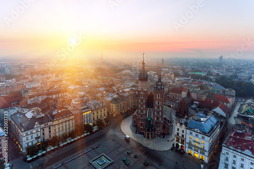Photo sur Aluminium Cracovie Krakow Market Square, Aerial sunrise
