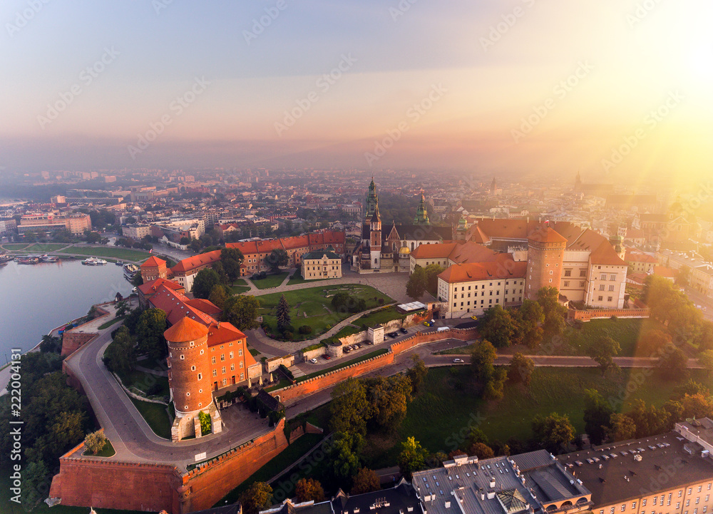 Obraz Aerial view Royal Wawel Castle and Gothic Cathedral in Cracow, Poland, with Renaissance Sigismund Chapel with golden dome, fortified walls, yard, park and tourists. fototapeta, plakat