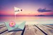 Papierboot am Strand - Sonnenuntergang