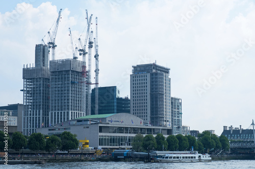 Deurstickers Stad gebouw Tower cranes on a large construction site on the South Bank of the river Thames