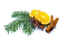 Weihnachtsdeko Tannenzweig Orange Zimt Zimtstange Isoliert Auf Weißen Hintergrund Freisteller Freigestellt