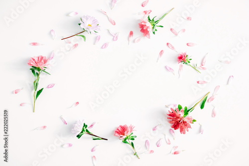 Foto op Canvas Bloemen Floral composition. Frame made of fresh flowers on white background. Flat lay, top view, copy space
