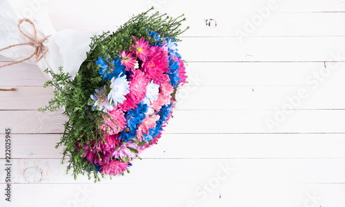 Foto op Canvas Bloemen Bouquet of colorful flowers on a white wooden background. Autumn floral background, fall concept. Flat lay, top view, copy space