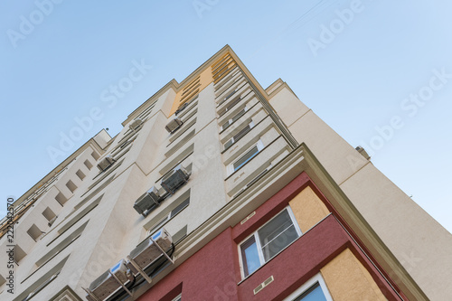 Foto  New high rise block building with air conditioners on facade