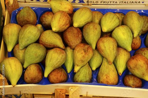 Fotografie, Obraz  Fresh figs at an outdoor market