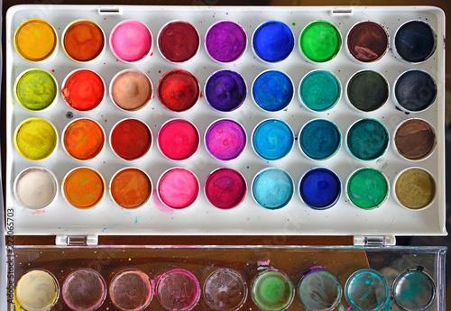 Fotografia A colorful palette of round watercolor artist paints