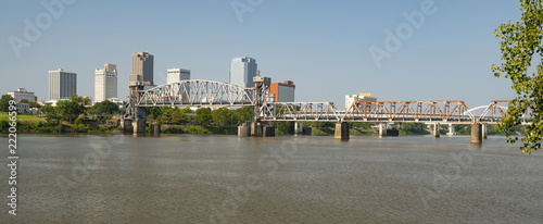 Fotomural The Arkansas River flows by the Little Rock Waterfront under Bridges and Tresles