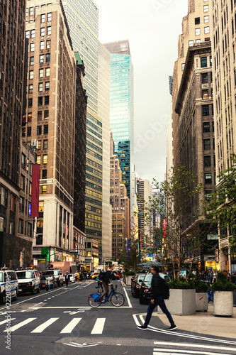 Photo Broadway street in Manhattan's midtown by early evening,  New York City, United States