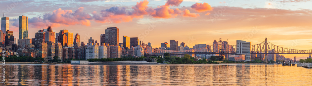 Fototapety, obrazy: View to Manhattan skyline from the Long Island City at sunrise
