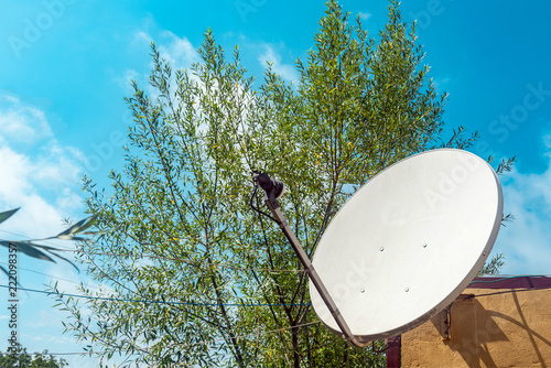 Fotografía  Satellite dish on the wall of a country house