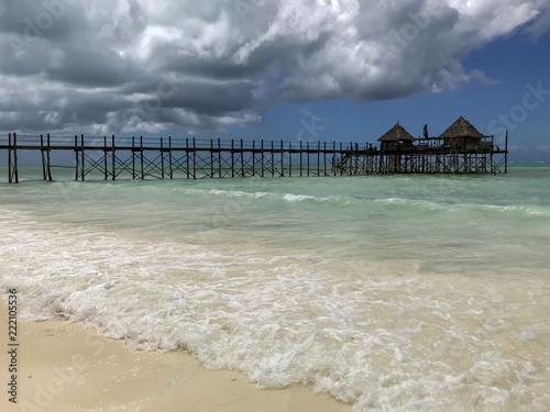 In de dag Zanzibar Anleger am Strand von Sansibar