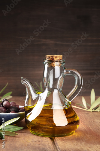 Foto op Aluminium Aromatische A bottle of olive oil on a dark background with copy space