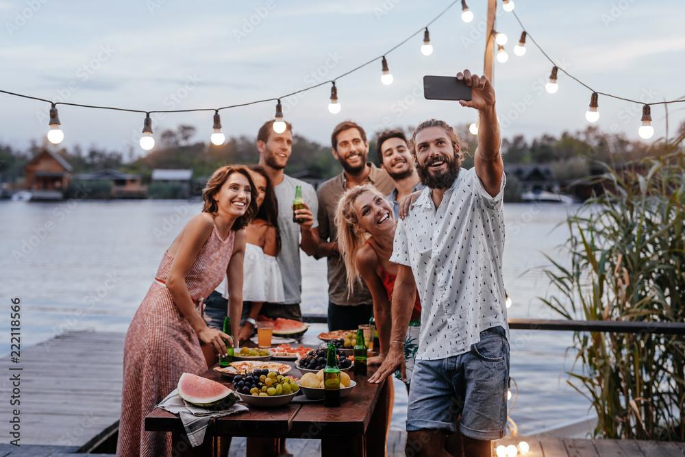Fototapety, obrazy: Friends Taking Selfie