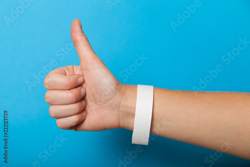 Photographie White blank bracelet on hand