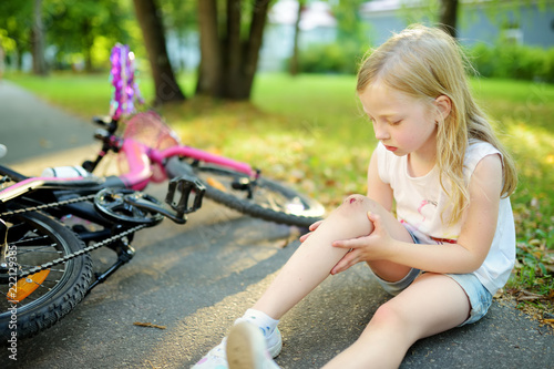 little girl sit ground Little girl sitting on the ground, something looks at the ...