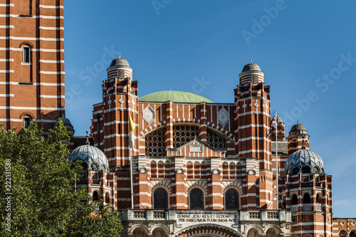 Foto  Catholic Church and London landmarks concept with Westminster Cathedral a neo By