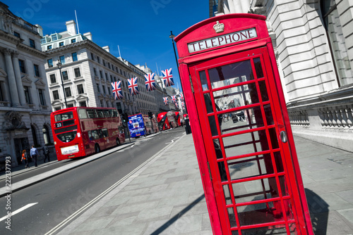 Photo  Red telephne booth in London