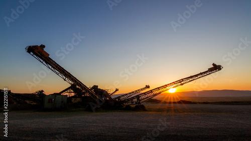 Foto auf AluDibond Schokobraun sunset machinery