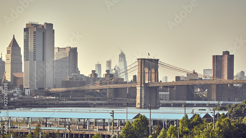Foto op Plexiglas Amerikaanse Plekken Retro stylized picture of the Brooklyn Bridge and Manhattan skyline, New York City, USA.