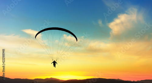 Foto op Plexiglas Luchtsport Paragliding in clouds at sunset.