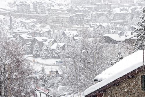 Obraz View of El Tartter village in Andorra during a heavy snowfall - fototapety do salonu