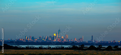 Foto op Plexiglas Amerikaanse Plekken Panorama of New York with the landscape in the foreground